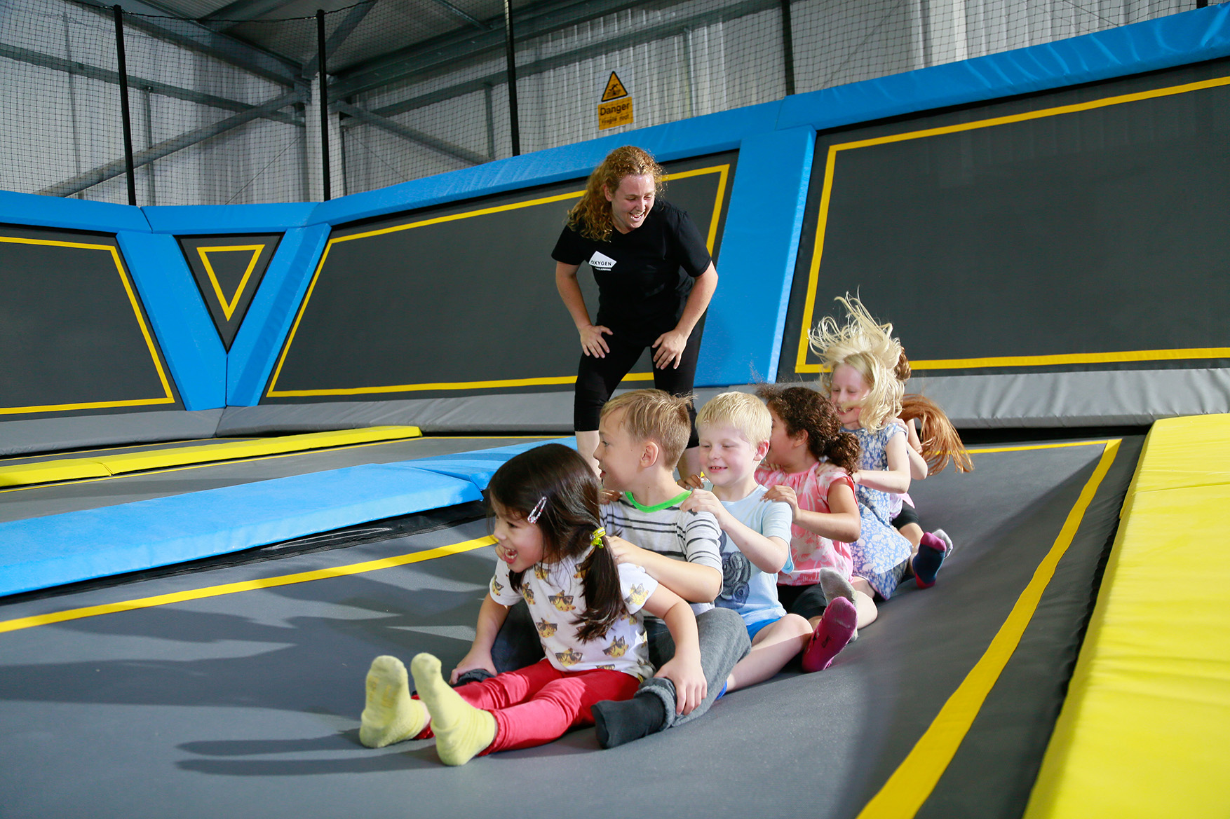 toddlers play a game at oxygen freejumping little o session